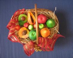 Cesta com sabonetes frutas