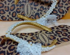 Havaiana de On�a com la�o