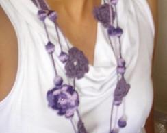 Colar de croch� com flores e bolinhas
