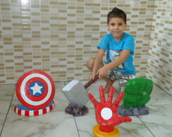 KIT THE AVENGERS/ MESAS PROVEN�AIS