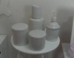 Acessorios avulsos em porcelana.