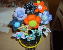 Cachep� pequeno com flores de tecido