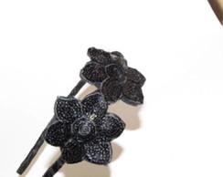 Tiara com flor de paet�