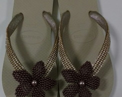 Havaianas customizadas com manta strass