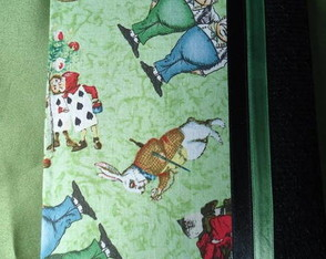 agenda-2011-alice-in-wonderland-verde