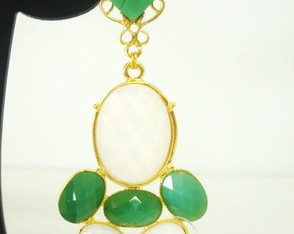 Brinco Dourado Pedras Verdes e Brancas