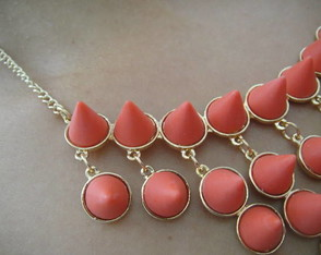 maxi-colar-spike-coral