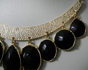 maxi-colar-black-and-gold-basic