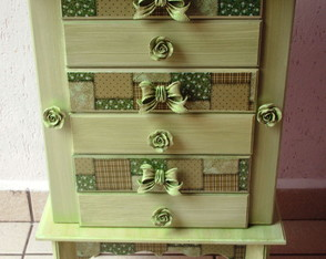 Movel porta joias verde
