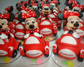 minie-no-carro-minnie-in-the-car