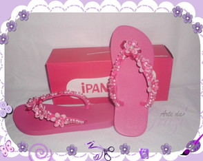chinelo-customizado-com-pedrarias