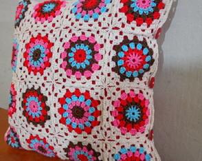 Almofada granny Crochet