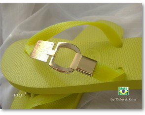 havaiana-gold-in-yellow-havaiana-customizada