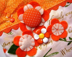 bolsinha-orange-and-letters