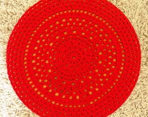 Capa em crochet vermelha para banco