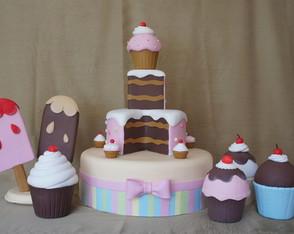 Bolo Cenogr�fico Cupcakes com decora��o