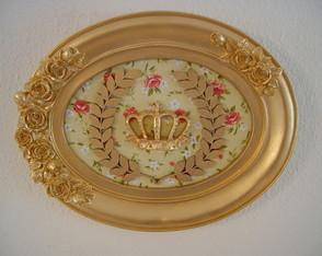 (DA 0054) Quadro oval coroa dourada