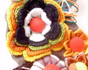 broche-flor-e-fuxico-color-mix