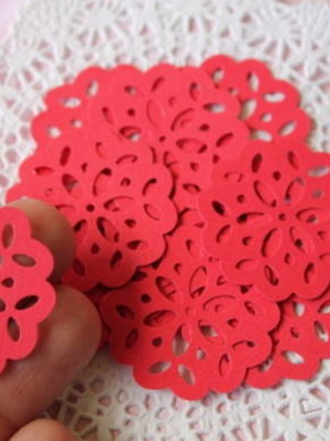 Tiny Doilies Red (A23)