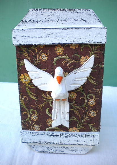 banco de jardim poesia:Espírito Santo em madeira de caixote