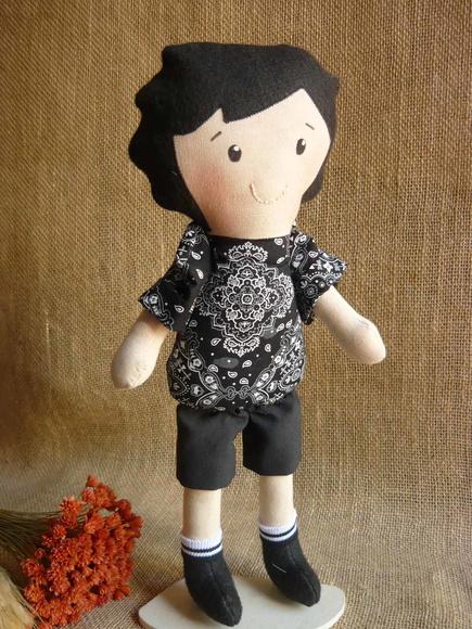 Boneco de brinquedo de menino