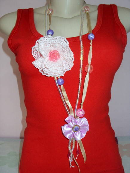 Colar co flor de renda /vendido