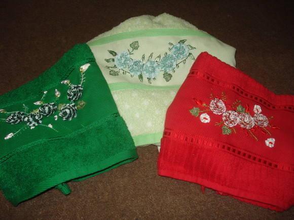 toalhas de rosto com flores em sianinha