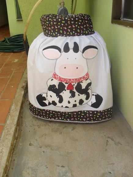 Capa de Botijão de Gás, feita em tecido, essa peça foi feita por ...