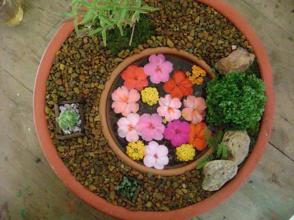 enfeites para mini jardim : enfeites para mini jardim:Mini jardim em bacia cerâmica.