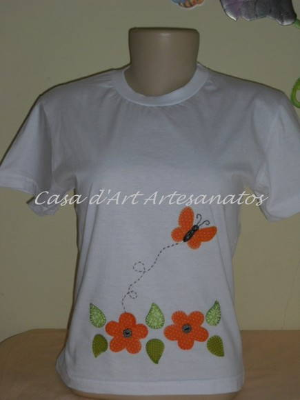 CAMISETA CUSTOMIZADA COM APLIQUE