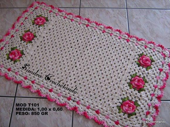 Tapete de barbante em crochê com flores