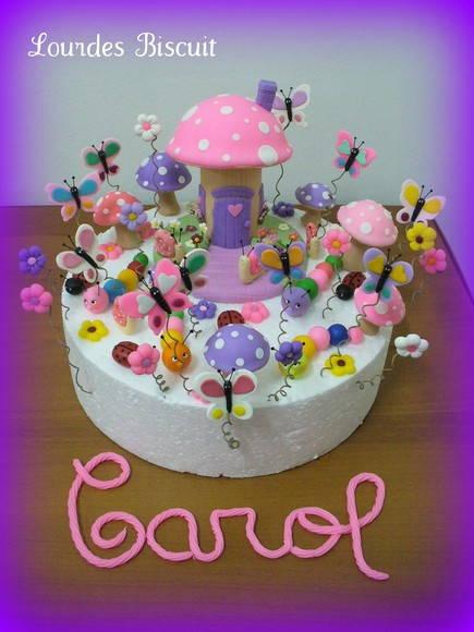 Topo de Bolo  Jardim Encantado  Lourdes  artesanato em biscuit