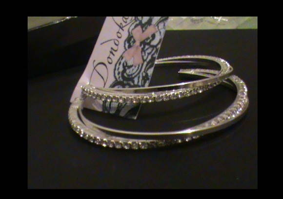 ARGOLA TRANADA COM STRASS!