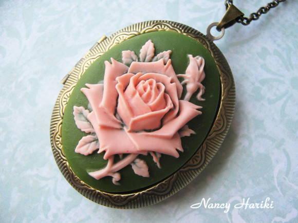 Colar Relic�rio c/ camafeu de rosa -vd