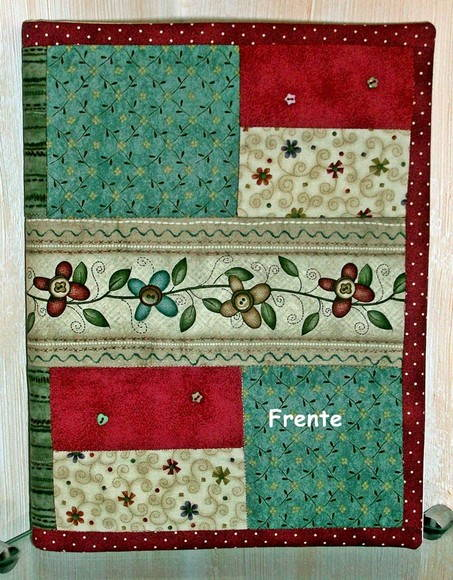 CAPA PARA CADERNO EM PATCHWORK