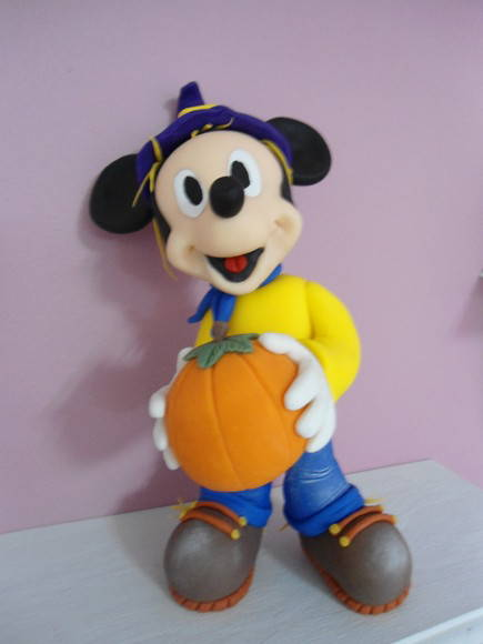 Mickey espantalho
