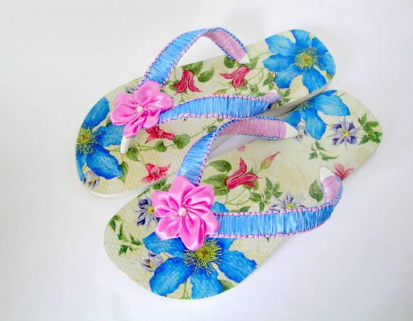 Chinelo decoupado floral azul