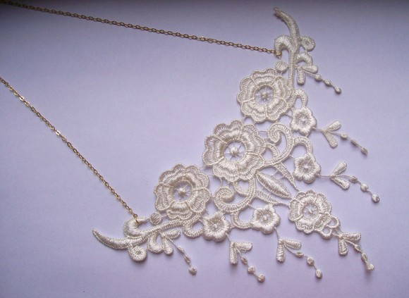Colar Bordado Pendant Flowers