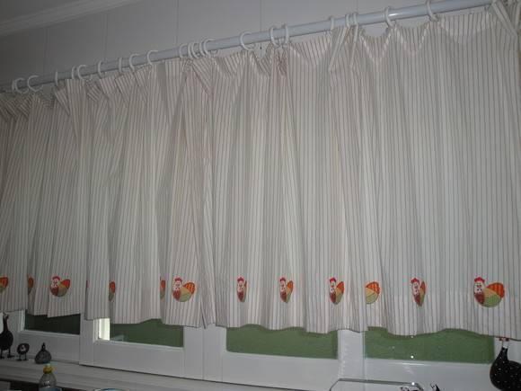 Cortina com apliques de galinha ateli koisinhas da vov - Apliques para cortinas ...