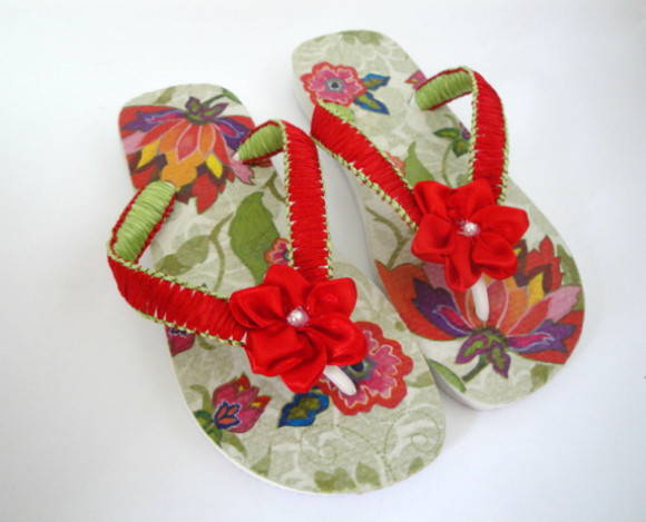 Chinelo decoupado floral vermelho