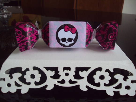 bala monster high r $ 3 20 caixa modelo bala monster high r $ 3 00