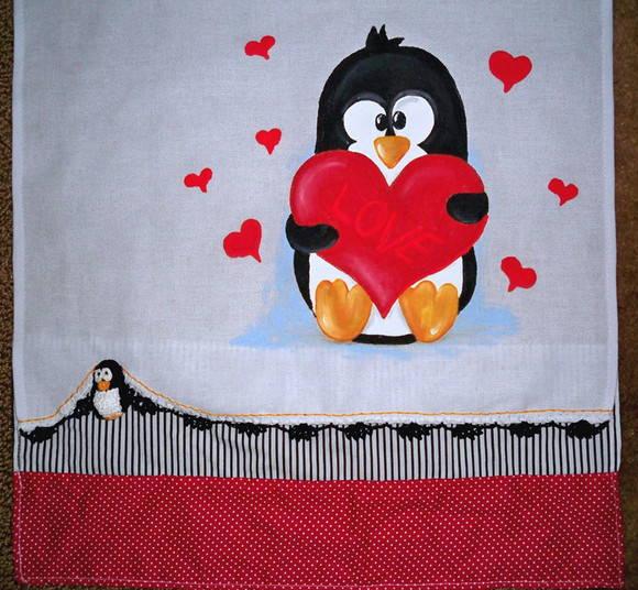 Pano de Prato croch� Pinguim Apaixonado