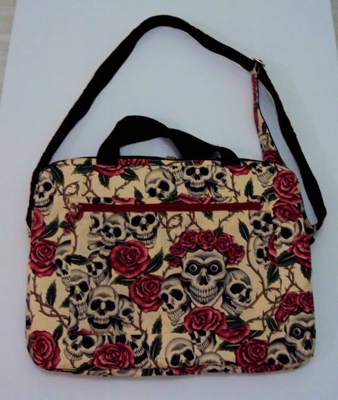 Case para notebook Skulls and Roses