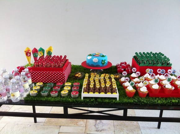 { angry Birds - Mesa decorada }