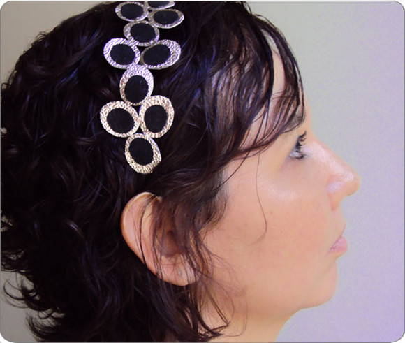 Tiara Victoria White Gold and Black