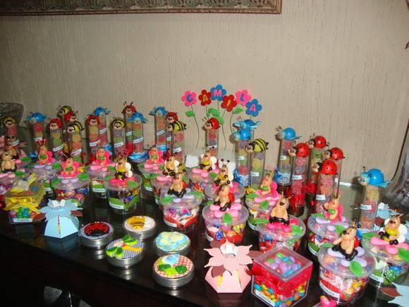 mesa de guloseimas jardim encantado: > Arte em Biscuit by Rachel > Latinha decorada do jardim encantado