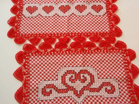 jogos americanos bordado em tecido xadrez e acabamento em croche