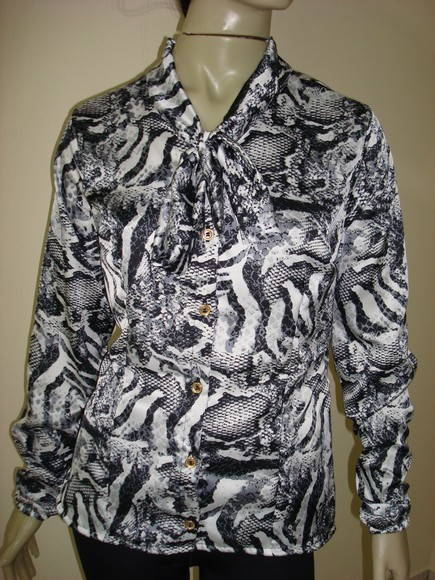 Camisa satin� estampa cobra