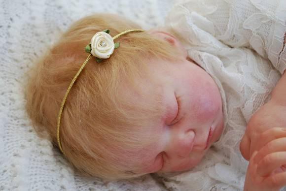Faixa dourada com mini flor & swarovski
