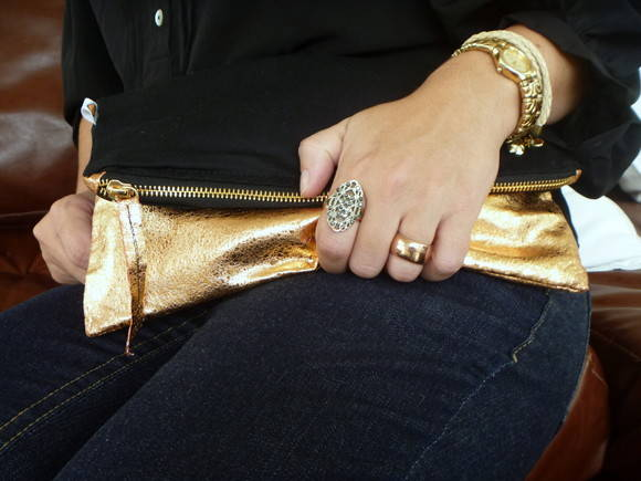 Clutch Zper Preto/Dourado